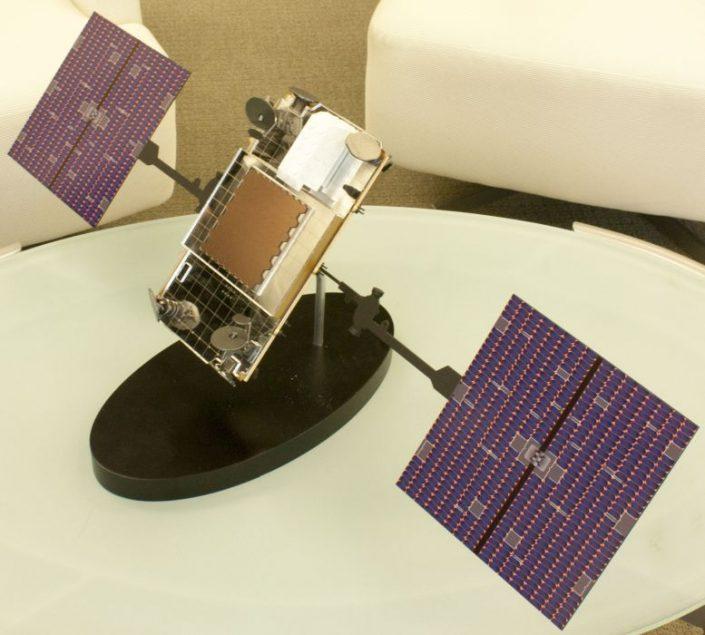 Model satelitu Iridium NEXT (foto: Pavel Mašek)